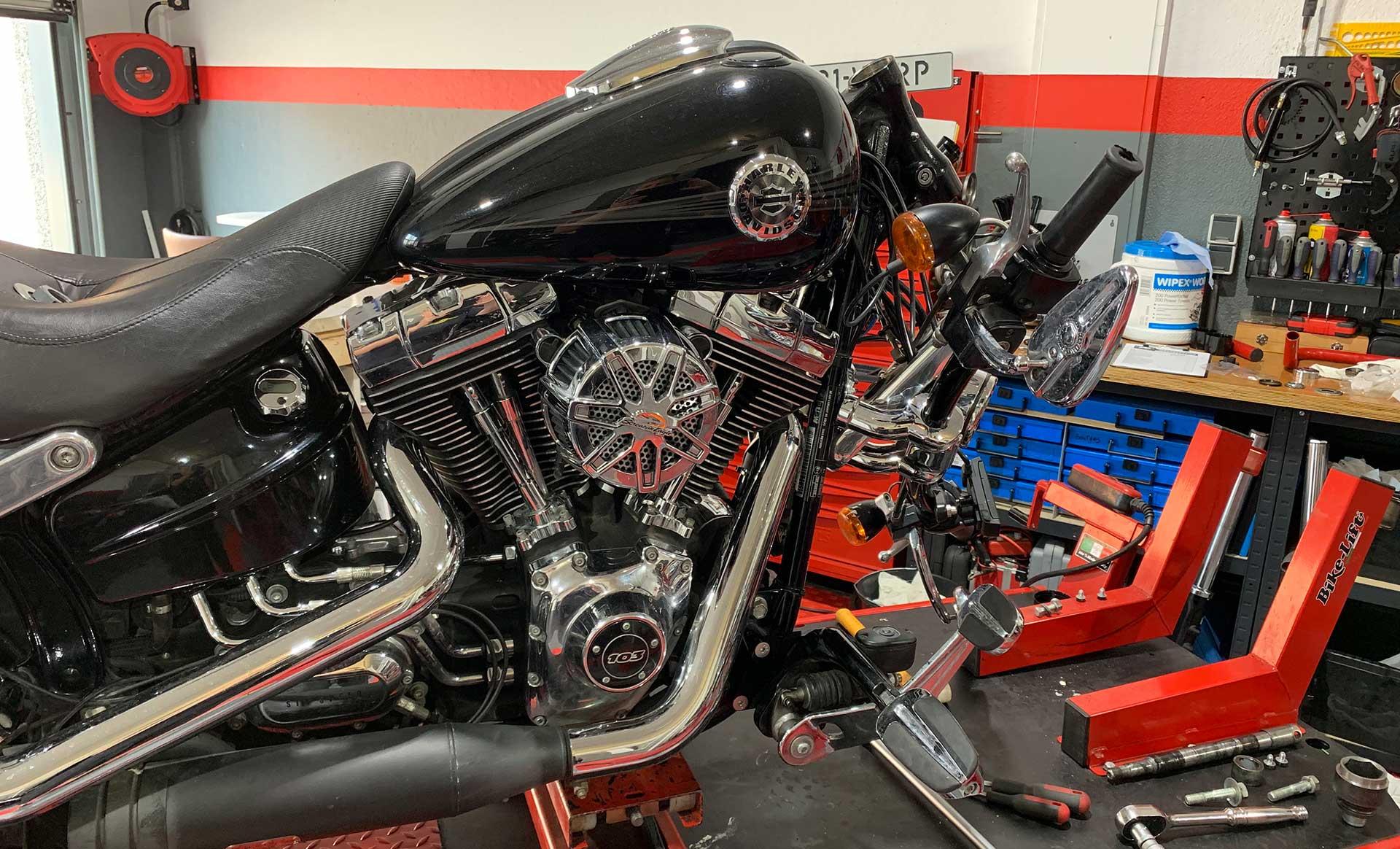 Reparatie en onderhoud van uw motor - werkplaats DMT Motorservice